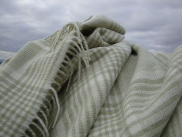 pistachio prince of wales check lambswool throw blanket 03